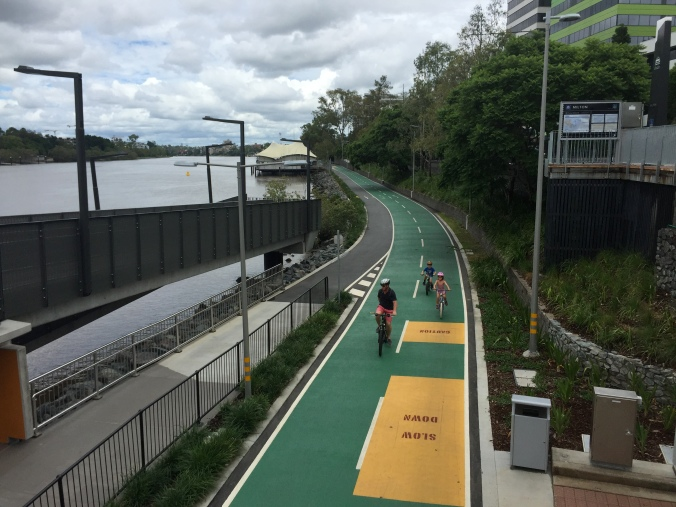 Bikeway_&_footpath_along_Brisbane_River_in_Milton,_Qld_07