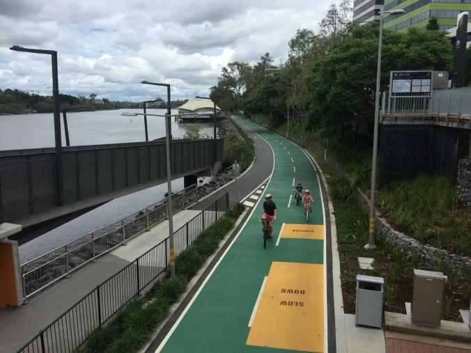 Bikeway_&_footpath_along_Brisbane_River_in_Milton,_Qld_07